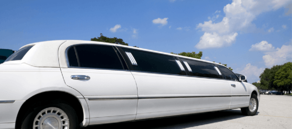What Are The Advantages Of Hiring A Limo Service In Toronto?